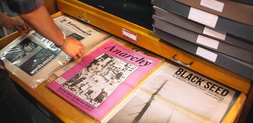 history_newspaper drawer